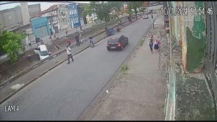 Imagens mostram momento em que carro atropela avó, netas e bisneto em Santos, SP