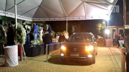 The body of Maguito Vilela is veiled with an open coffin, too, and led to Goiânia