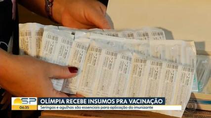Cidades do interior recebem insumos para começar vacinação contra a Covid-19