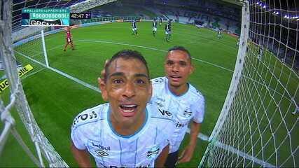 Gol do Grêmio! Luiz Fernando cruza, e Diego Souza cabeceia, aos 42 do 2ºT