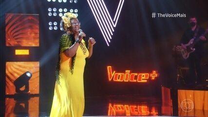 Vera Ambrozio canta 'Isto Aqui, O Que É?'