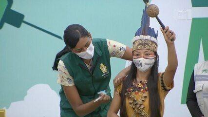 Indígena Vanda Ortega é a primeira vacinada contra Covid no AM