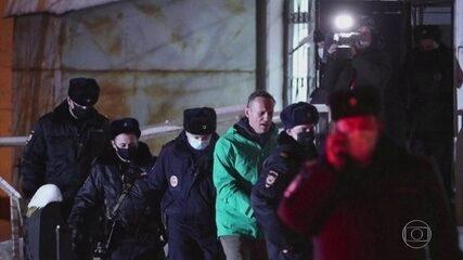 Oposicionista do governo russo, Alexei Navalny é preso ao voltar ao país