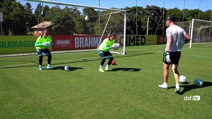 Chegada de novo preparador de goleiras acirra disputa na Seleção feminina