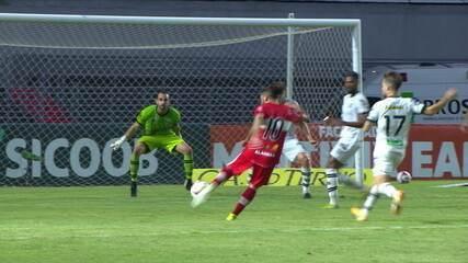 Gol do CRB! Após cruzamento de Hyuri, Diego Torres enche o pé para marcar, aos 30' do 2T