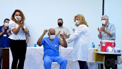 Bauru recebe primeiro lote com doses da vacina contra Covid-19 e dá início a vacinação