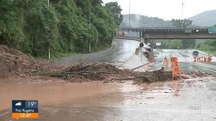 Blumenau soma 76 ocorrências por conta da chuva e Rio Itajaí-Açu está acima de 6 metros