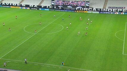 Não valeu! Mikael recebe na ponta direita, limpa Marllon e bate forte para o gol, superando Cássio. A arbitragem anula por impedimento, aos 43 do 2ºT