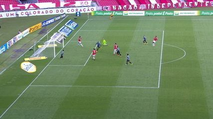 Gol do Grêmio! Diego Souza deixa Jean Pyerre livre, que só desloca Lomba. 30' do 2T.