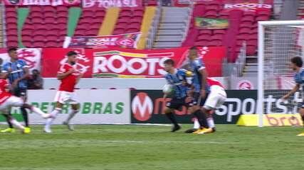 Luiz Flávio de Oliveira marca pênalti aos 49 minutos do segundo tempo