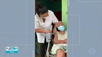 Idosa de 114 anos é vacinada contra a Covid-19 em Igarassu