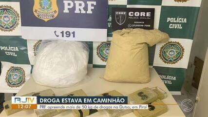 PRF apreende mais de 50 kg de droga escondidos entre carga de caminhão em Piraí