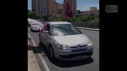 VÍDEO: Manifestantes fazem carreata contra Bolsonaro e a favor da vacinação em BH