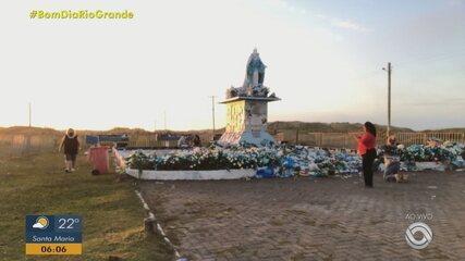 Confira o movimento na praia do Cassino neste feriado de Navegantes e Iemanjá