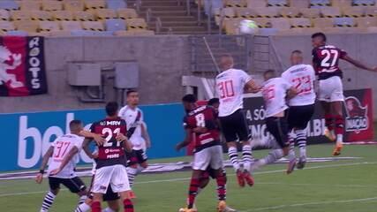 Gol do Flamengo! Everton Ribeiro cobra escanteio na cabeça de Bruno Henrique, que marca, aos 31' do 2T