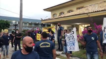 Guardas civis municipais protestam contra a comandante da corporação em Araruama