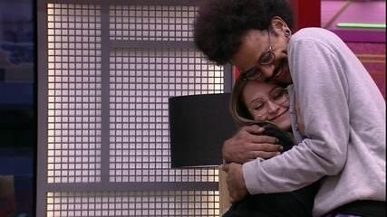 Carla Diaz escolhe João Luiz e Camilla de Lucas para o Almoço do Anjo