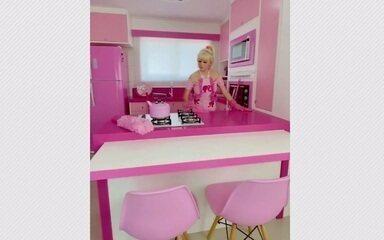 Paranaense ficou famosa nas redes compartilhando rotina, looks e casa inspirada na Barbie