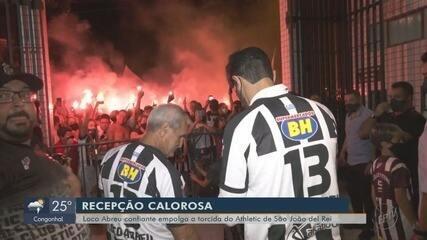 Loco Abreu confiante empolga a torcida do Athletic