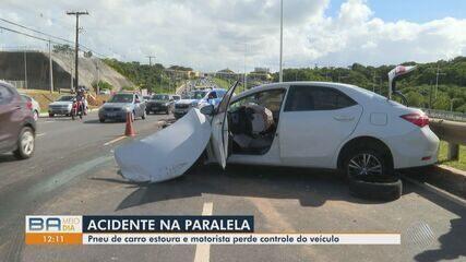 Motorista perde o controle da direção e bate carro em guardrail, na Avenida Paralela