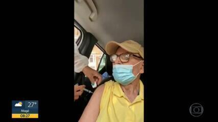 """Idosos são flagrados tomando """"vacinas de vento"""" em Petrópolis e Niterói"""