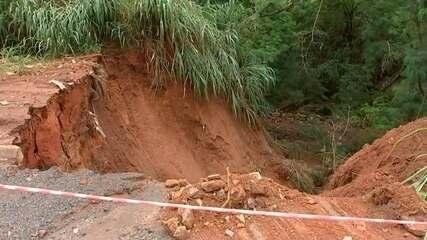 Prefeitura trabalha para consertar estragos do temporal de domingo em Bauru
