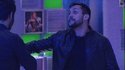 Arthur fala sobre Fiuk durante a Festa no BBB21: 'Não é meu brother. É adversário'