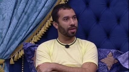 Gilberto fala sobre próximo Paredão com Juliette: 'Ou vou eu, ou vai tu'