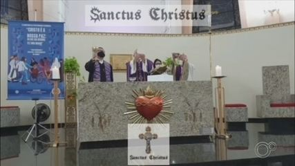Padre que convidou pastor para participar de celebração da missa de Cinzas é afastado