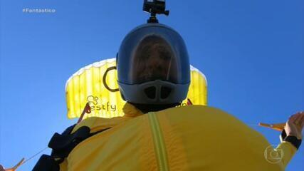 Brasileiro bate recorde de voo no menor paraquedas do mundo