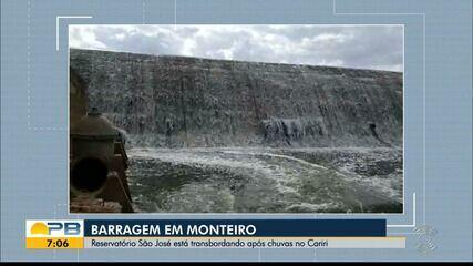 Reservatório transborda após chuvas no Cariri, em Monteiro