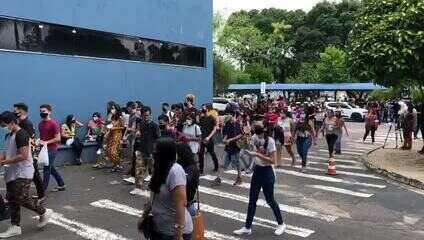 Portões se abrem para realização do Enem em escola de Manaus