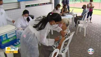 Recife começa a vacinar idosos com 78 e 79 anos contra Covid-19