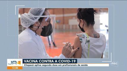 Chapecó aplica segunda dose em profissionais de saúde