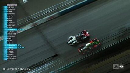 René Rast passa Pascal Wehrlein, que corre para ativar modo ataque