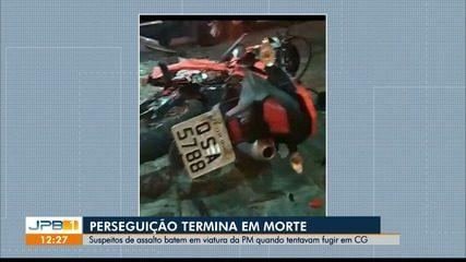 Suspeitos de assalto batem em viatura da polícia durante perseguição, em Campina Grande