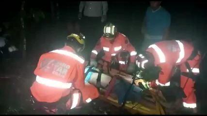 Bombeiros resgatam idoso após carro cair em ribanceira entre Vieiras e Miradouro, MG