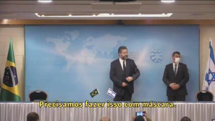 Ernesto Araújo é repreendido por não usar máscara em evento em Israel