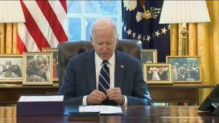 Joe Biden assina pacote de US$1,9 trilhão em resposta à pandemia nos EUA