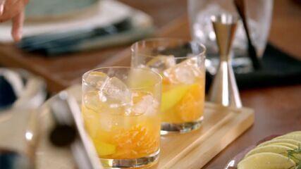 Caipirinha de lima-da-pérsia e tangerina