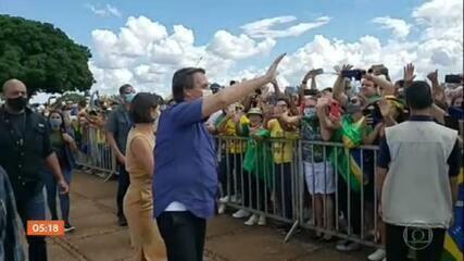 Bolsonaro comemora aniversário de 66 anos e recebe manifestações de apoio em algumas capitais