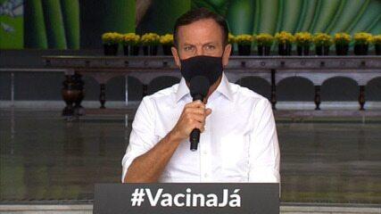 Governo de SP anuncia vacinação contra Covid-19 de professores e policiais