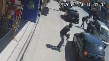Vídeo mostra ação de criminosos durante tentativa de assalto a carro-forte em Mongaguá, SP