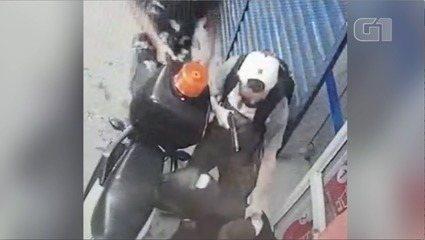 Criminosos rendem clientes e funcionários durante assalto em supermercado