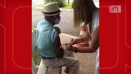 Profissional da Saúde é afastada após fingir aplicar vacina em idoso em Itatiba