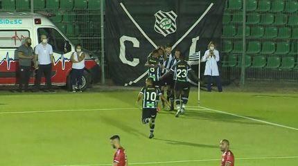 Gol do Figueirense! Lincon pega sobra do goleiro e abre o placar