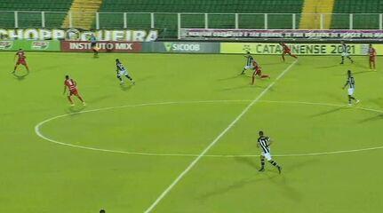 Gol do Figueirense! Lincon arrisca do meio de campo e marca um golaço, aos 19 do segundo