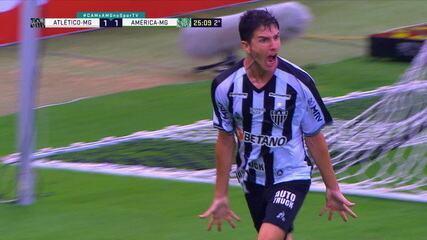 Gol do Atlético-MG! Em belo contra-ataque, Cavichioli salva chute de Keno, mas Nacho faz no rebote aos 25 do 2º tempo