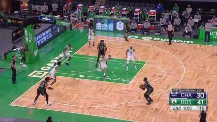 Kemba faz assistência espetacular para os Celtics
