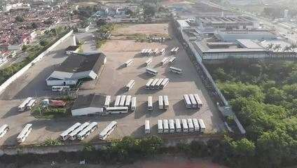 Vídeo aéreo mostra ônibus nas garagens em Natal nesta terça (6)